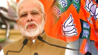 Mamata has no problem with infiltrators, but with security forces: Modi