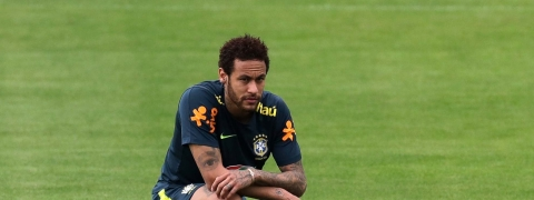 Copa America: Neymar gives Brazil injury scare