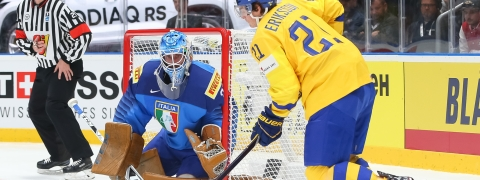 Sweden smite Italy at ice hockey worlds