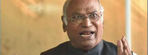 Kharge irked over Roshan Baig's outburst