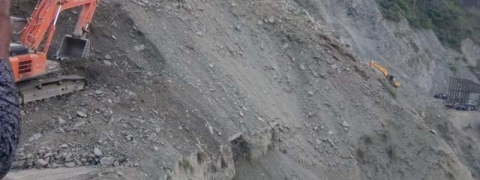 Landslides: Vehicles stranded on Kashmir National Highway