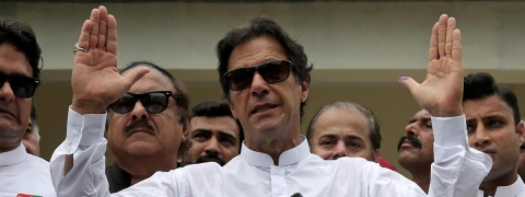 Imran renews offer to hold dialogue with India