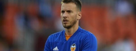 Barca sign Valencia keeper Neto