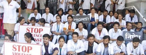 Doctors all over the country join strike called by Bengal fellow colleagues