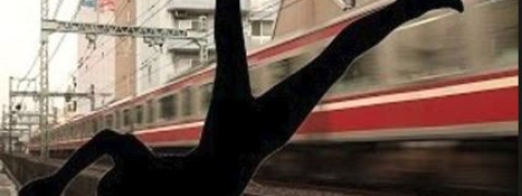 Couple jumps in front of train in Kanpur
