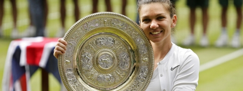 Simona Halep beats Serena Williams to clinch first Wimbledon title