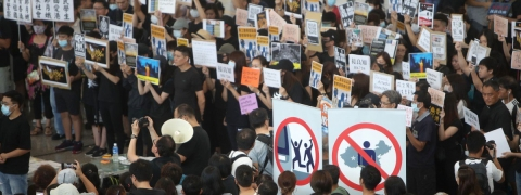 Protesters rally at Hong Kong airport over extradition Bill