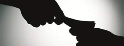 RTI activist held by Aurangabad police while taking bribe