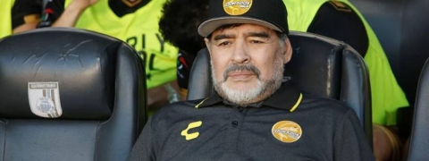 Diego Maradona undergoes knee surgery