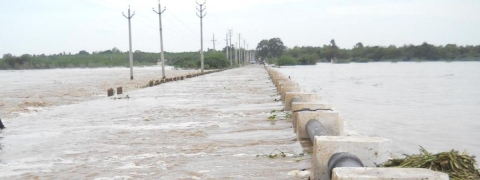 Godavari continues to be in spate, several villages face inundation threat