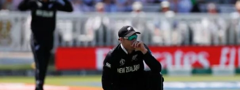 Batting collapse puts New Zealand on back foot; lose two wickets