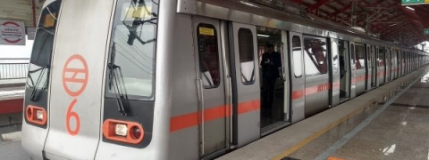 Smoke fills last coach of metro train on Red Line