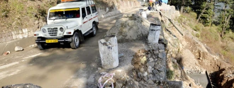 Landslides on road to Mcleodganj