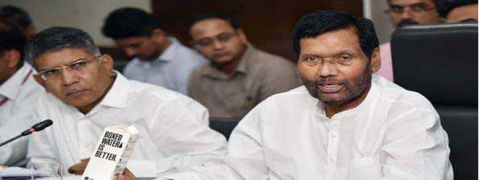 Industry should find cheaper alternative to single use plastic: Paswan