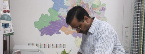 '10 Hafte 10 Baje 10 Minute' campaign: Kejriwal inspects his home