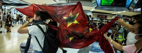 Hong Kong stir turns violent, Chinese flag trampled