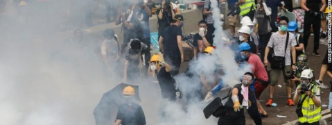 Hong Kong Police fires tear gas at protestors