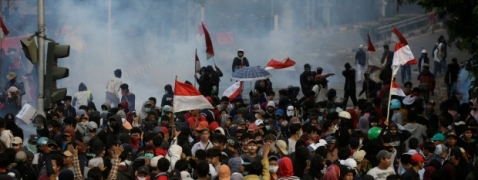 Students come into collision with police in Indonesia