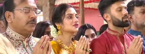Nusrat Jahan attends Durga Puja fest; flayed by Islamic Cleric