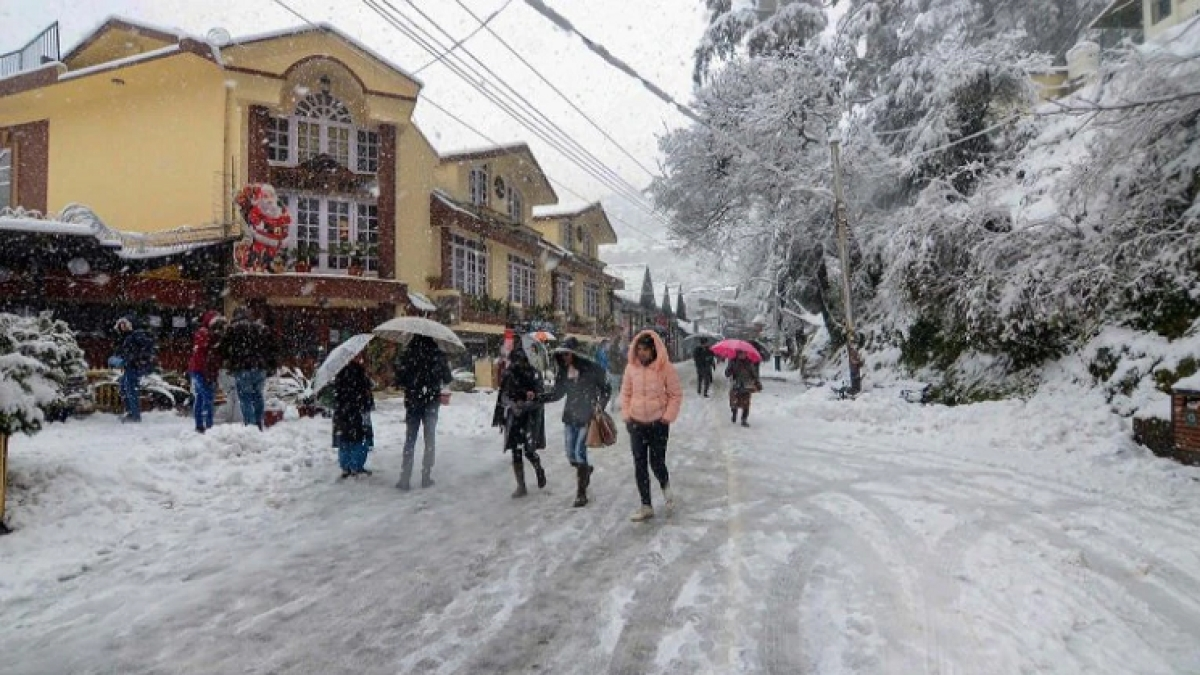 Snow and rain in Himachal areas