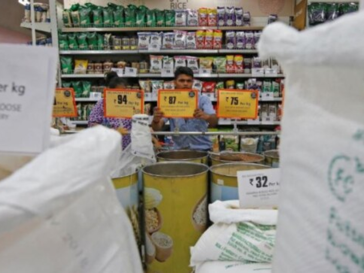 Grocery shops, medical stores allowed to remain open for 24 hrs: Mah CM