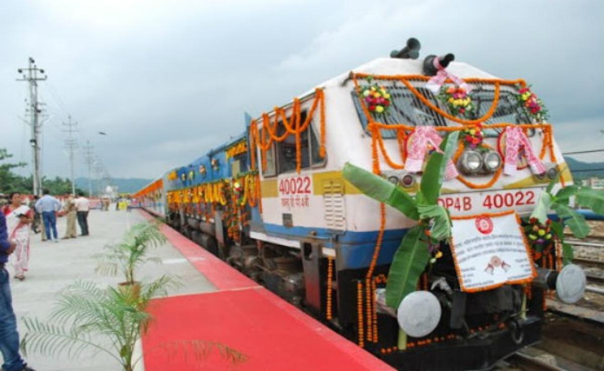 राधिकापुर-हावड़ा एक्सप्रेस को रेल राज्य मंत्री ने दिखायी झंडी