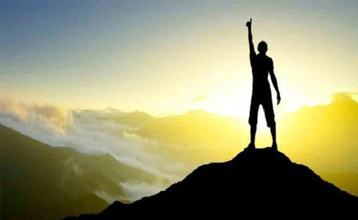सफलता के पीछे परिवार व समाज का अहम योगदान
