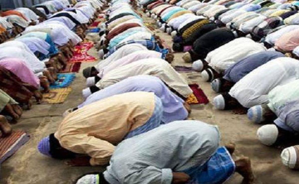 यूपी सरकार ने लगायी सार्वजनिक स्थल पर नमाज अदा करने पर रोक