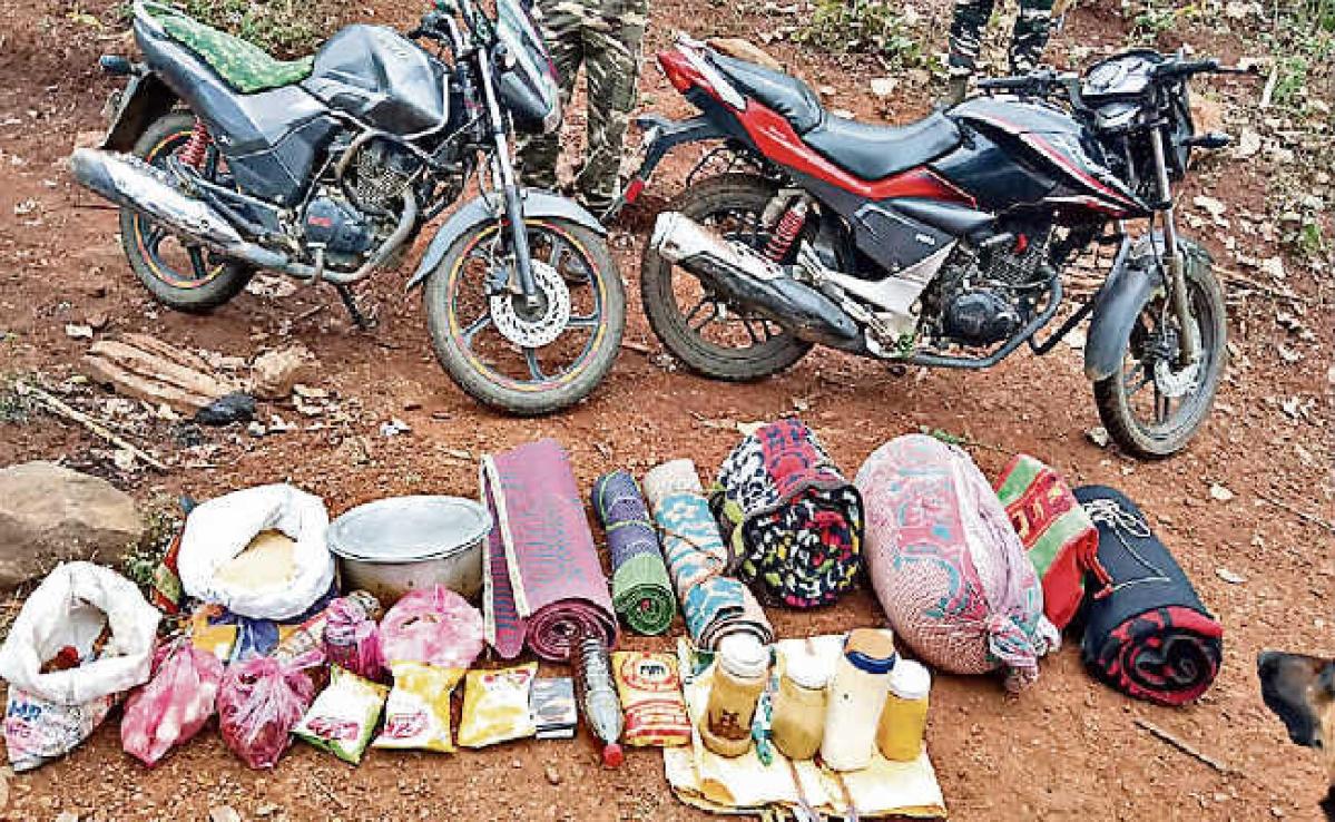 चक्रधरपुर : जंगलों में कोबरा, जिला पुलिस और सीआरपीएफ जवानों का चला सर्च अभियान, पीएलएफआइ एरिया कमांडर का दस्ता भागा