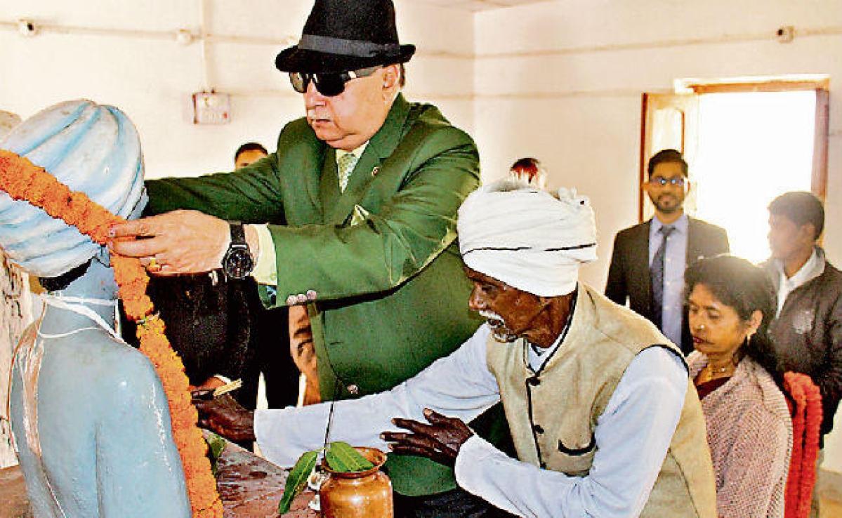 हाइकोर्ट के जस्टिस डॉ एसएन पाठक ने कहा- अगर पत्थलगड़ी का मतलब, हम भारत का संविधान नहीं मानेंगे है, तो यह देशद्रोह