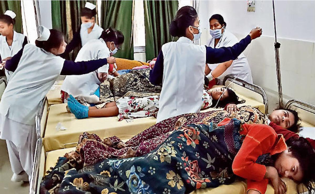 चाईबासा : 178 छात्राओं को फूड प्वाइजनिंग 72 अस्पताल में भर्ती करायी गयीं, कई बीमार छात्राओं की छूटी परीक्षा