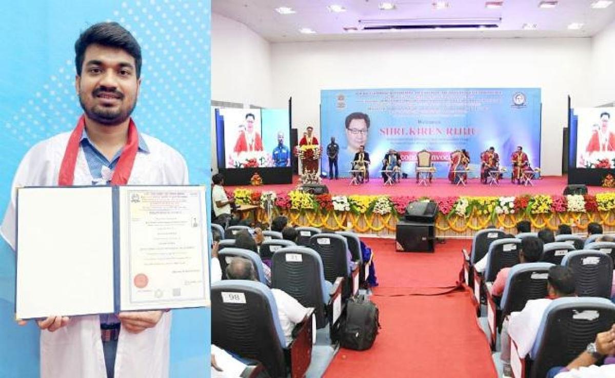 केंद्रीय खेल मंत्री ने सामाजिक कार्यकर्ता एवं बिहार निवासी नीरज को किया सम्मानित