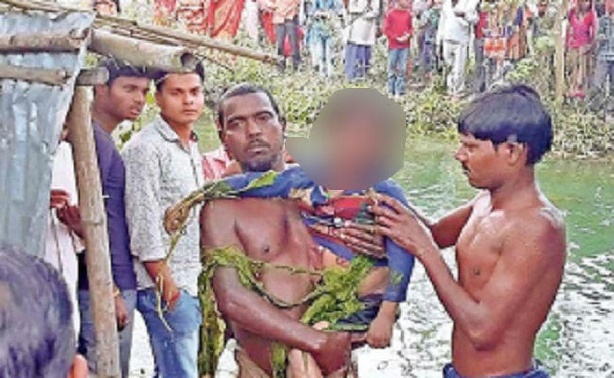 बैर तोड़ने गयी दो मासूम बच्चियां चचरी पुल से नहर में गिरी, डूबने से मौत