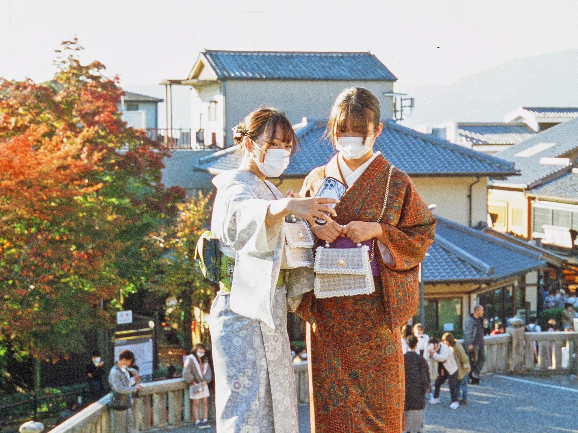 জাপানে প্রতি দুই স্মার্টফোনের একটি আইফোন