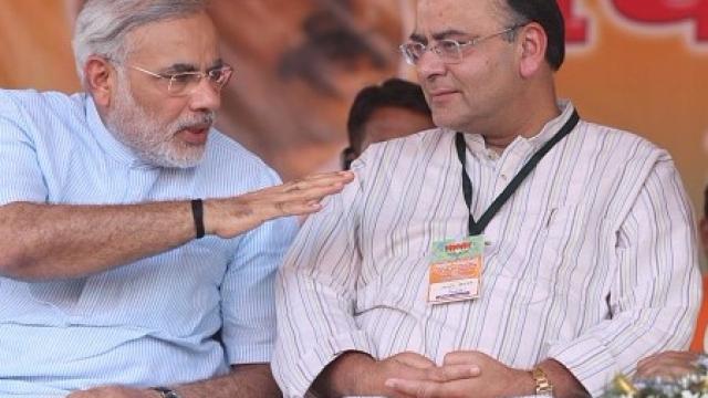 وزیر مالیات ارون جیٹلی اور وزیر اعظم نریندر مودی