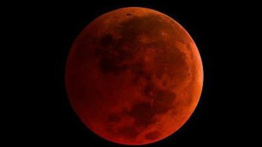 مکمل چاند گہن کے دوران سرخ چاند