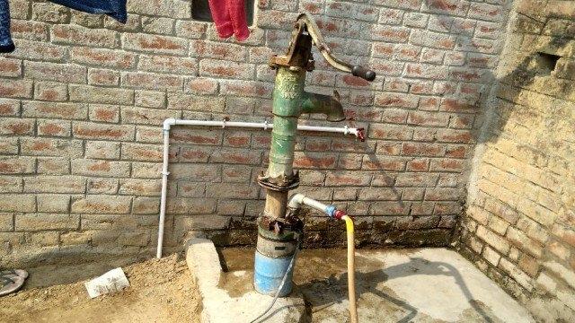 نندن گاؤں میں لگا سرکاری نل جہاں پانی نہیں آتا
