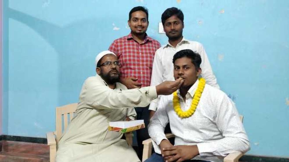 ذیشان علی اپنے اہل خانہ کے ہمراہ