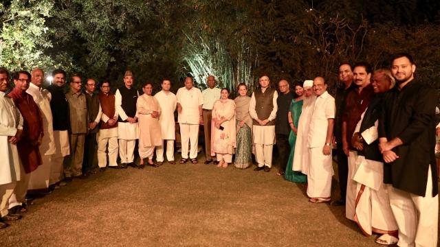 سونیا گاندھی کے عشائیہ میں موجود حزب اختلاف کے رہنما