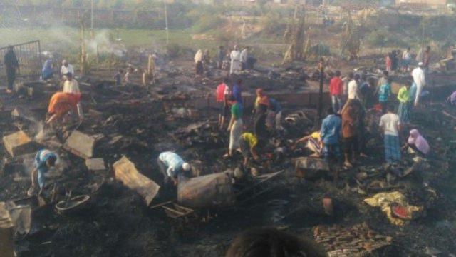 دہلی کے کالندی کنج واقع روہنگیا کیمپ جو جل کر خاک ہو گئی