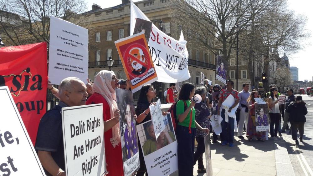 لندن کی سڑکوں پر ہندوستانی وزیر اعظم نریندر مودی کے خلاف احتجاجی مظاہرہ