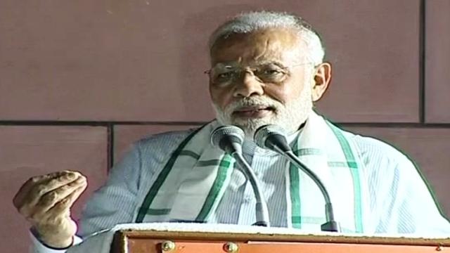 وزیر اعظم نریندر مودی پارٹی صدر دفتر میں کارکنان سے خطاب کرتے ہوئے