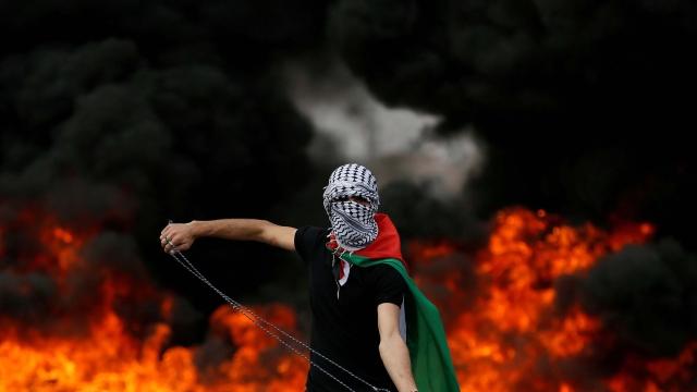 غزہ پٹی میں احتجاج کرتا ایک فلسطینی
