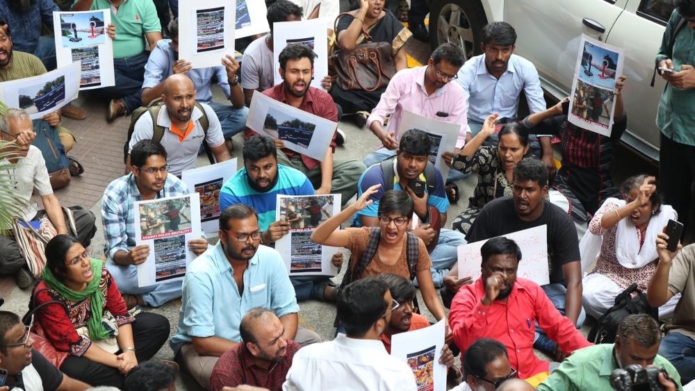 توتیکورن تشدد کے خلاف لوگ سراپا احتجاج ہے اور آج تمل ناڈو بند کی کال دی گئی ہے