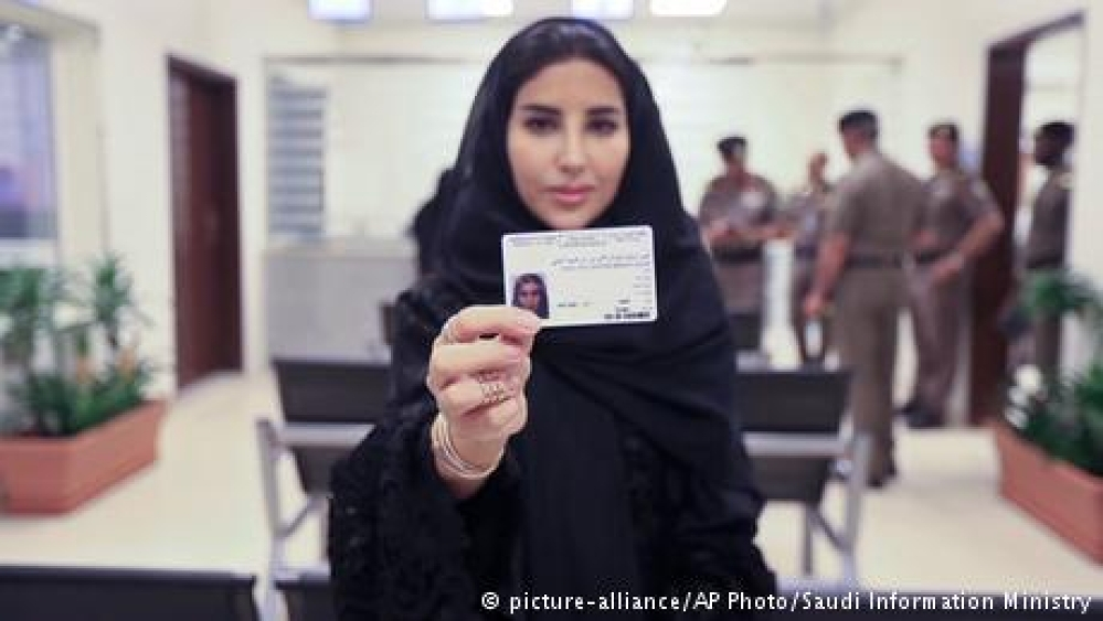 سعودی خواتین کو اولین ڈرائیونگ لائسنس جاری کر دیے گئے