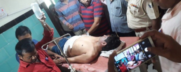قاتلانہ حملہ میں بری طرح زخمی اسسٹنٹ پروفیسر سنجے کمار اسپتال میں علاج کراتے ہوئے