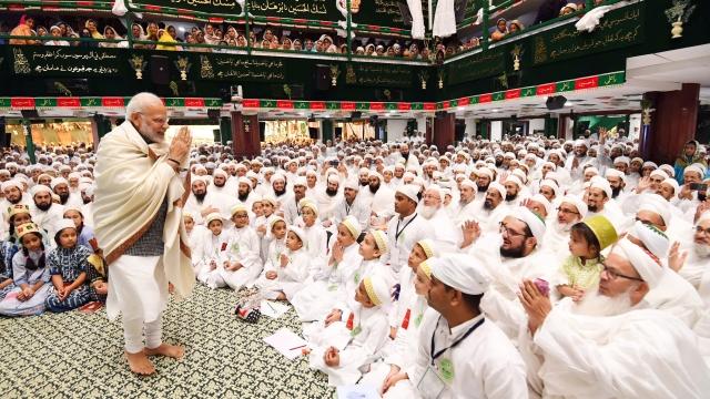 اندور میں داؤدی بورہ طبقہ کی مسجد میں وزیر اعظم نریندر مودی