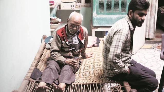 نجیب کے والد نفیس احمد اور اس کا بھائی