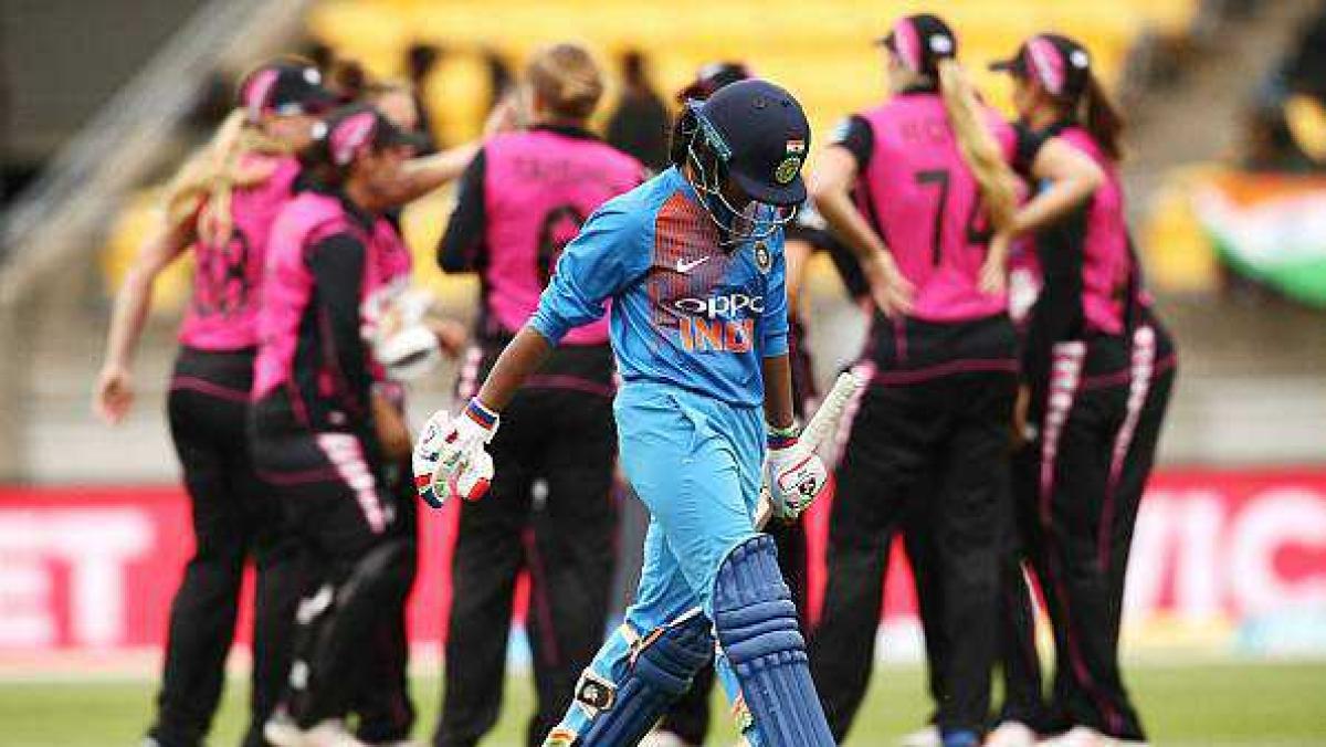 تیسرا ٹی-20: زبردست مقابلہ میں ہندوستانی خواتین ٹیم کو دو رن سے شکست