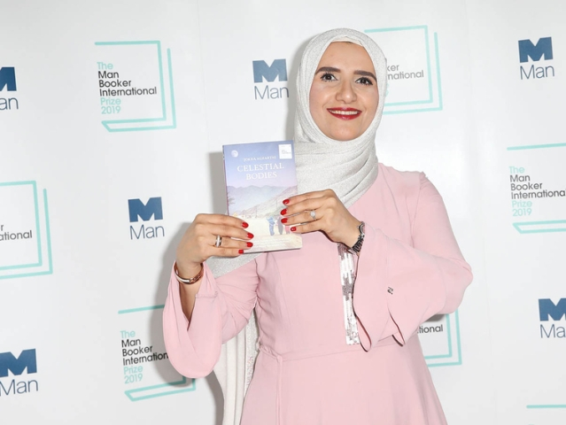 پہلی مرتبہ عربی مصنفہ کو ملا 'مین بکر انٹرنیشنل پرائز'، جوخۃ الحارثی نے جیتا 'دِل اور دماغ'